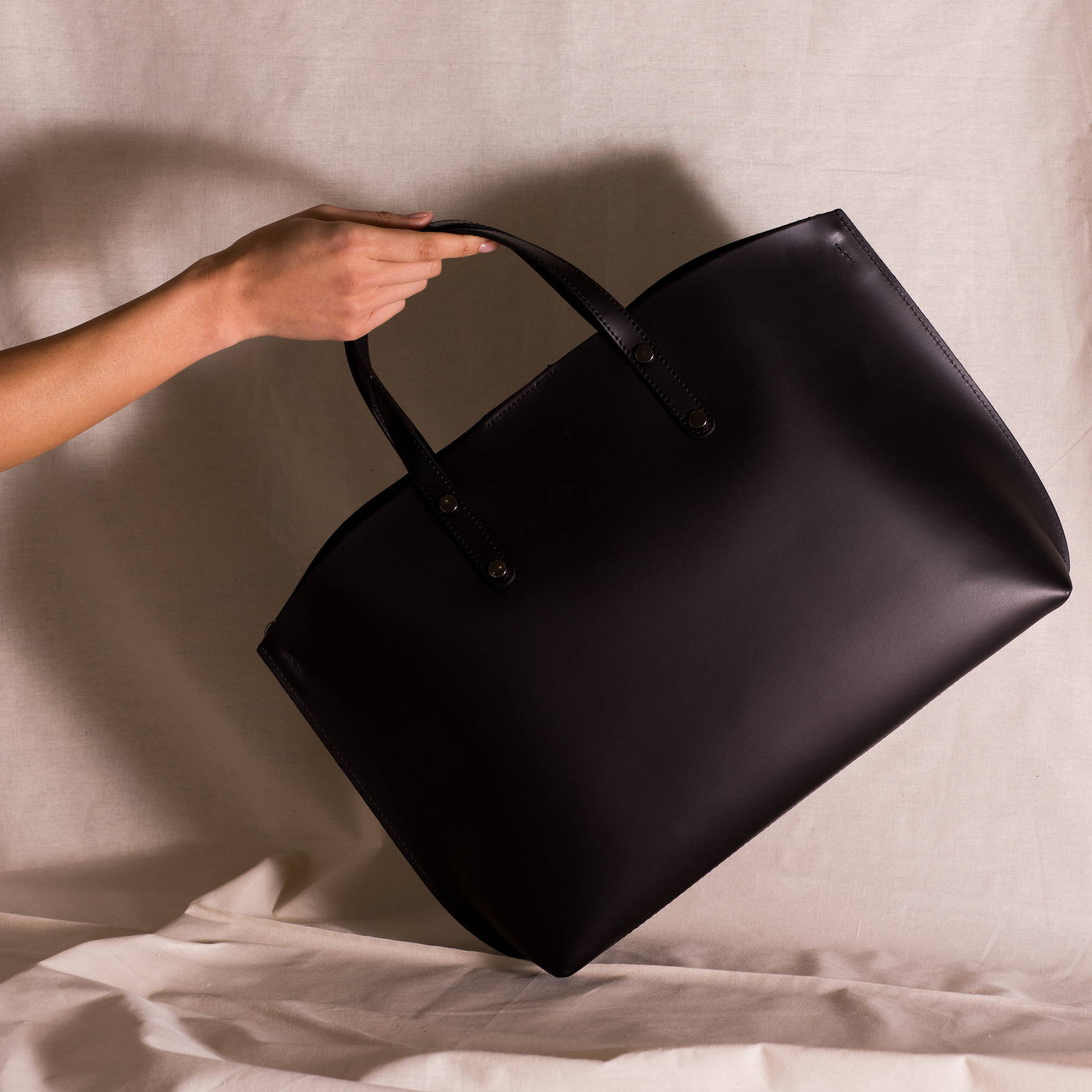 Vestirsi Tonia Leather Handbag handmade in Italy with smooth black quality Italian leather