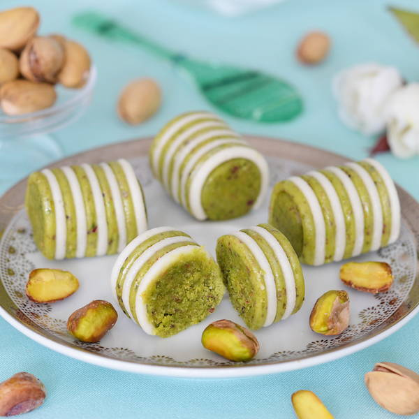 Soft mixture of almond and pistachio