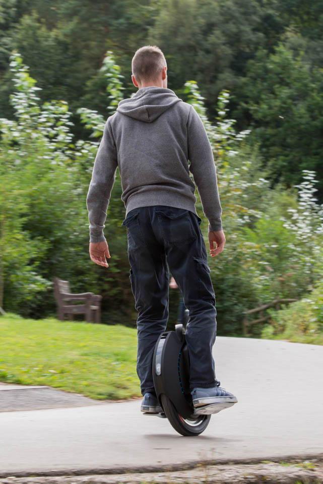 Kingsong KS16S Review riding cornering rear