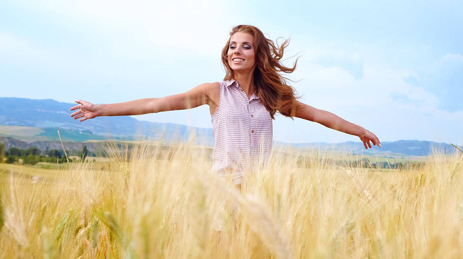 Happy woman in golden wheat | Neuroplasticity and Epigenetics | insulin resistance | Featured