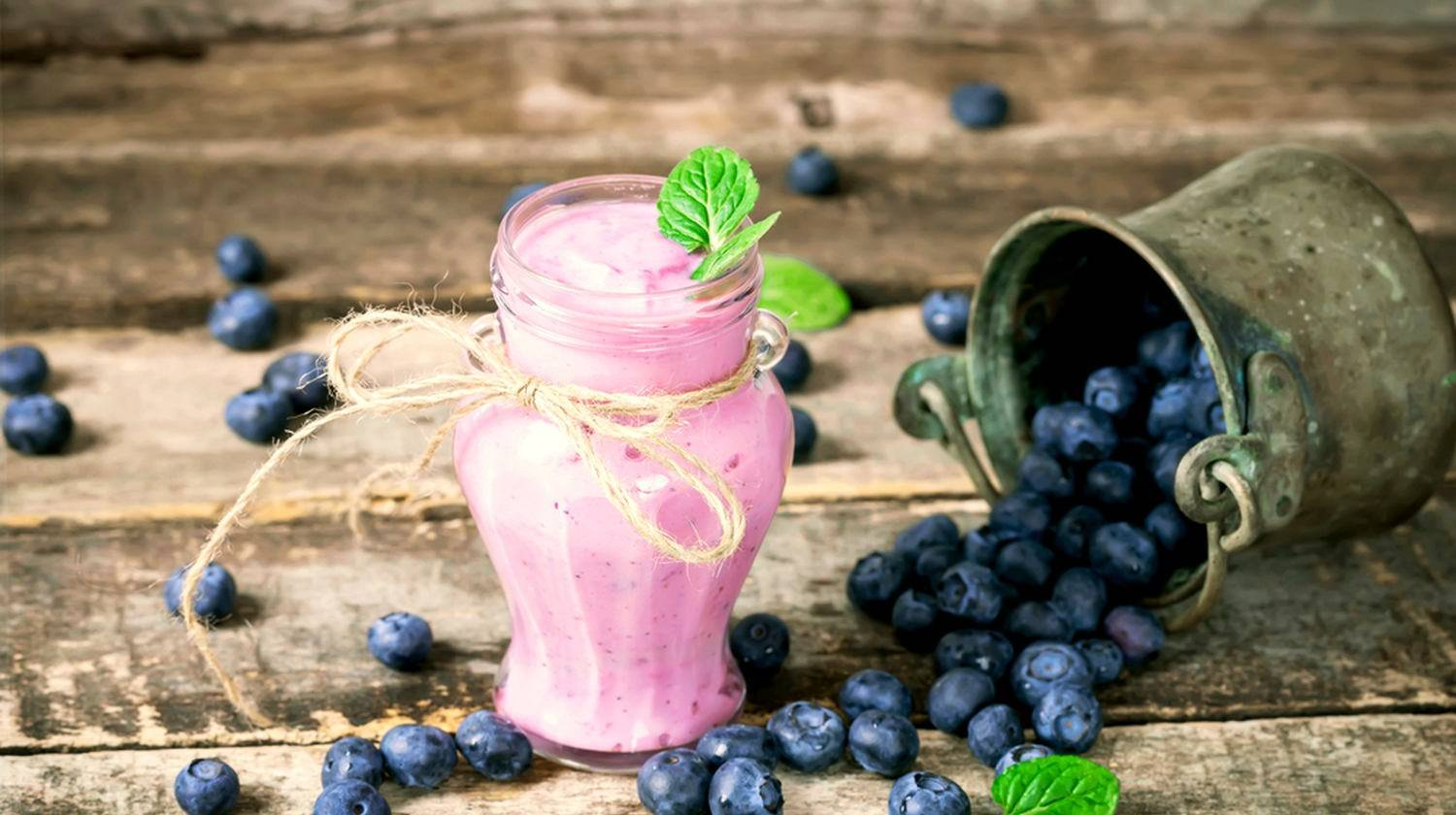 Blueberry smoothie with blueberries on wooden background | Plant-Based Keto Protein Blueberry Smoothie | keto smoothie recipe | Featured
