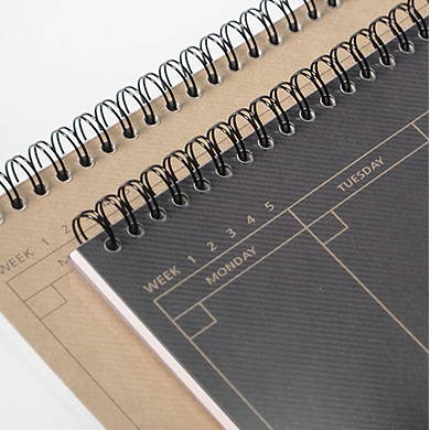 Spiral bound - 2young Wirebound kraft long dateless weekly desk planner