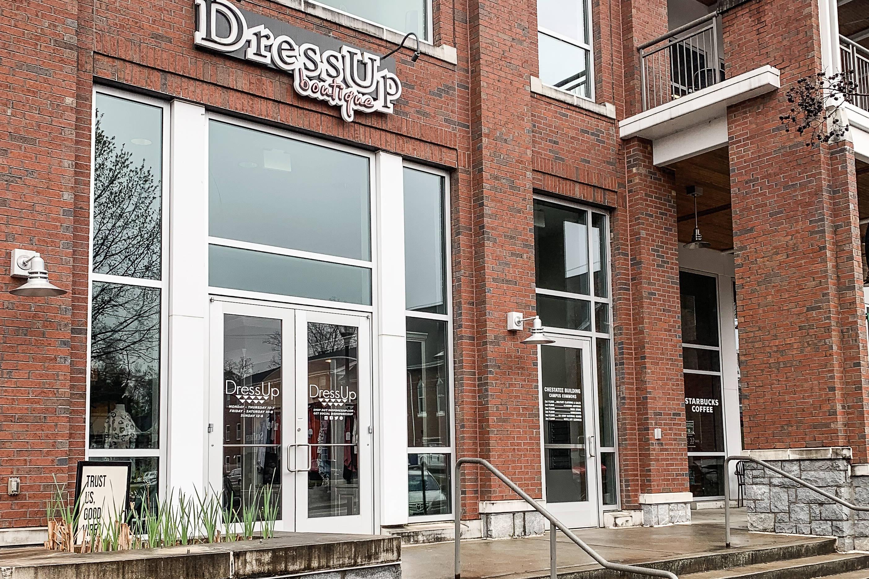 dress up dahlonega storefront