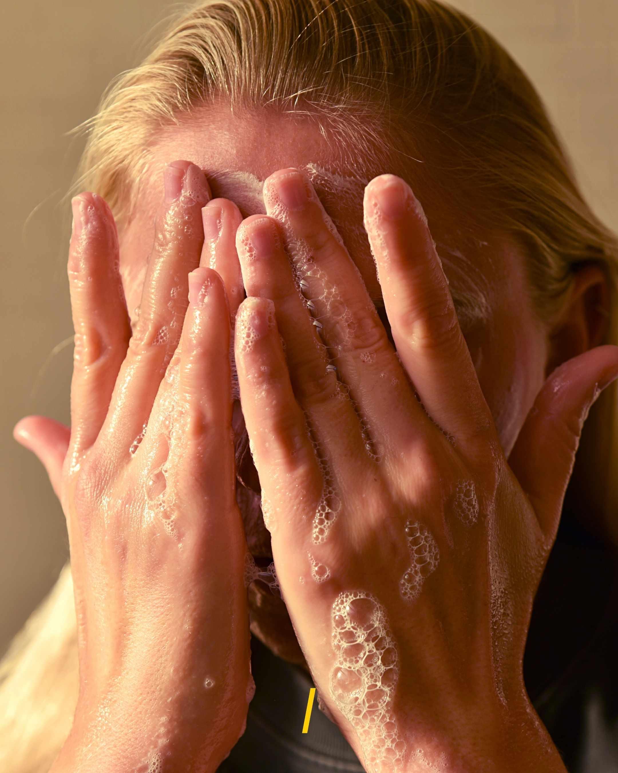 Le nettoyant visage super doux solide - Unbottled