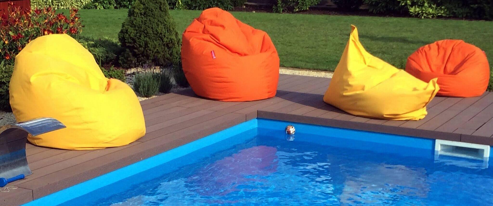 Kültéri babzsákfotelek a medence partján - Élvezd a friss levegőtbabzsákfotelben!