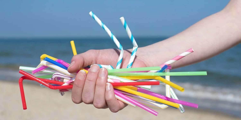 La pollution des pailles en plastique