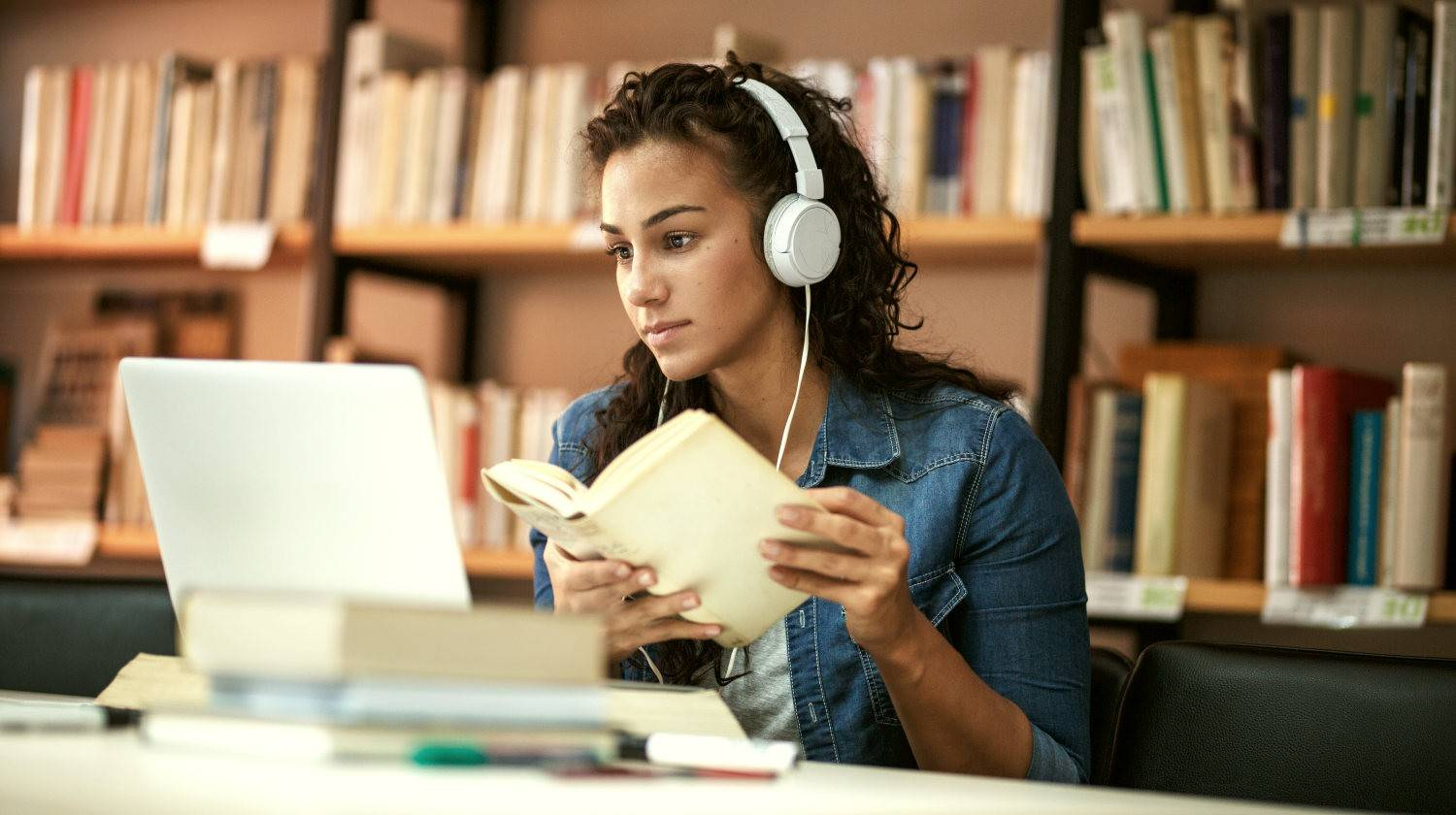 Young female student study in the school library | Explicit vs Implicit Memory | Featured | what is implicit memory