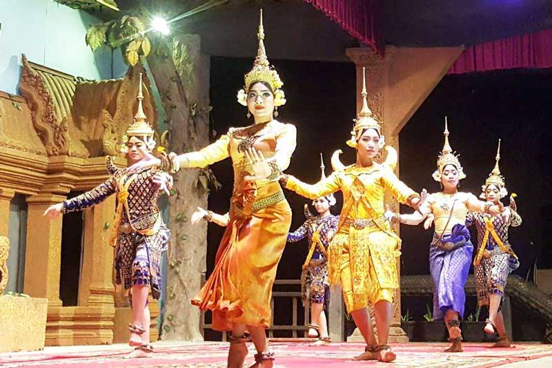 Travelbay Cambodia Tours - Customer Reviews - Traditional Dancing