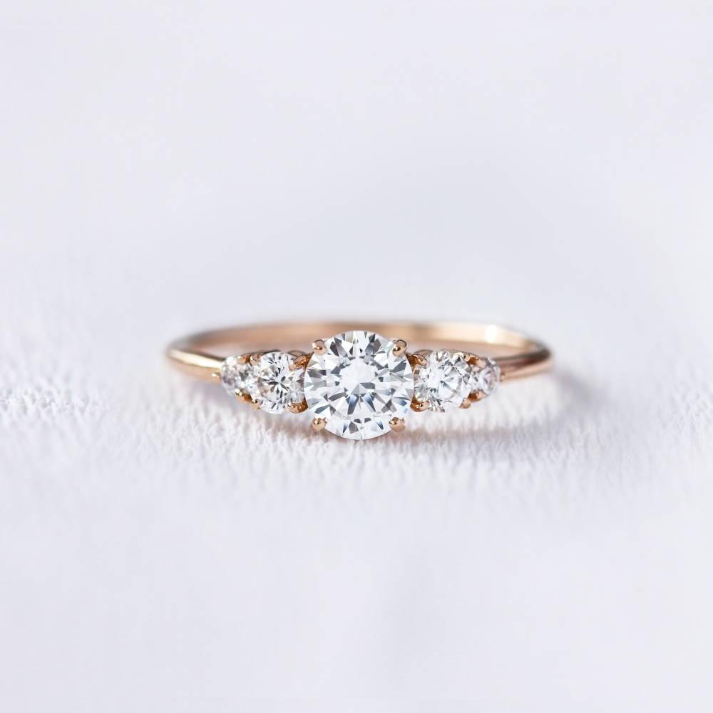 Bague de fiançailles en or 18 carats et diamants   Deloison Paris