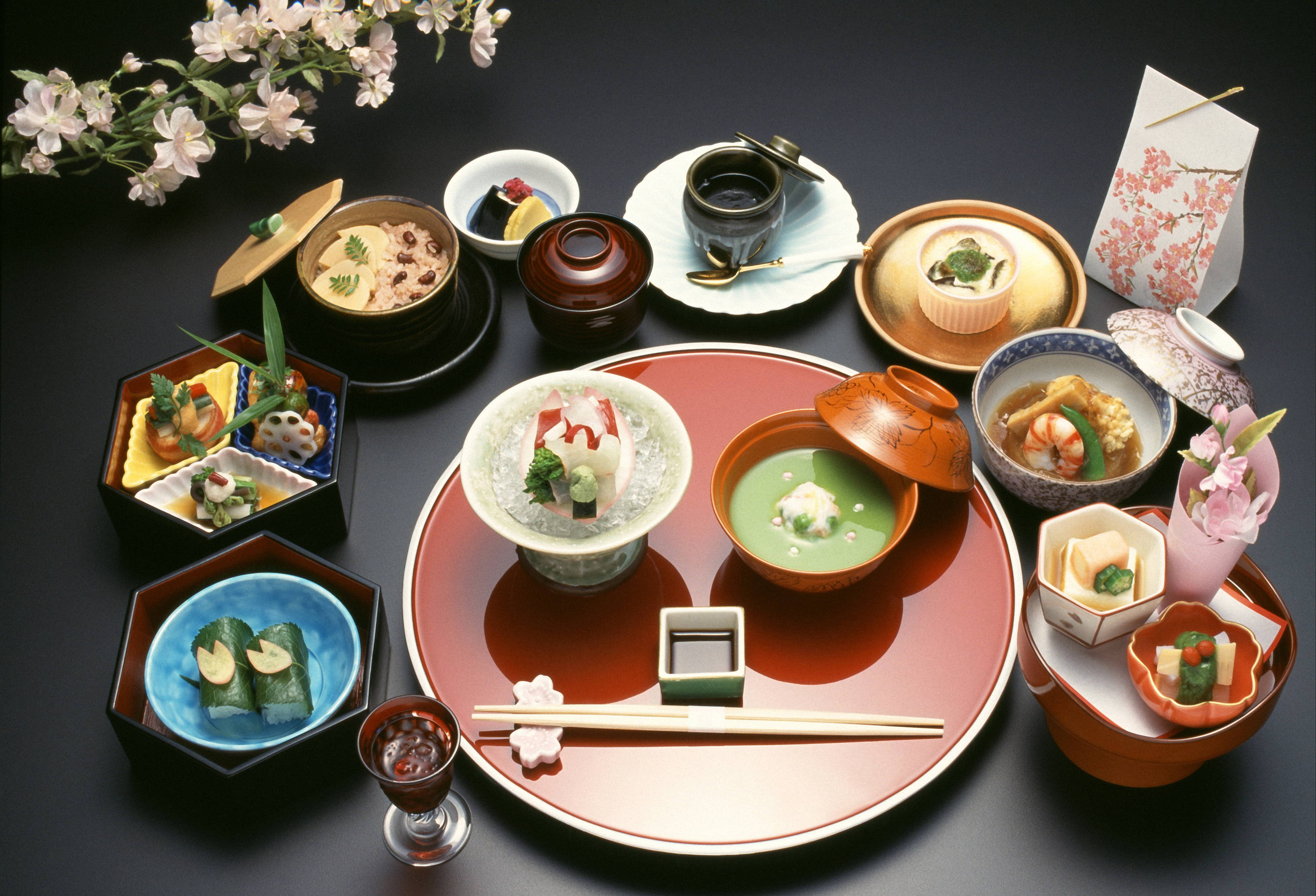 A picture of kaiseki, a traditional meal in Japan