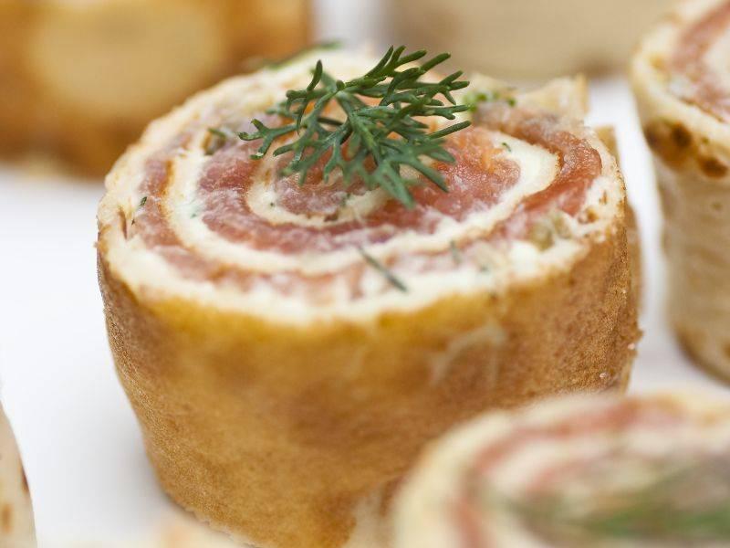 Roulades de saumon fumé au fromage de chèvre et fines herbes