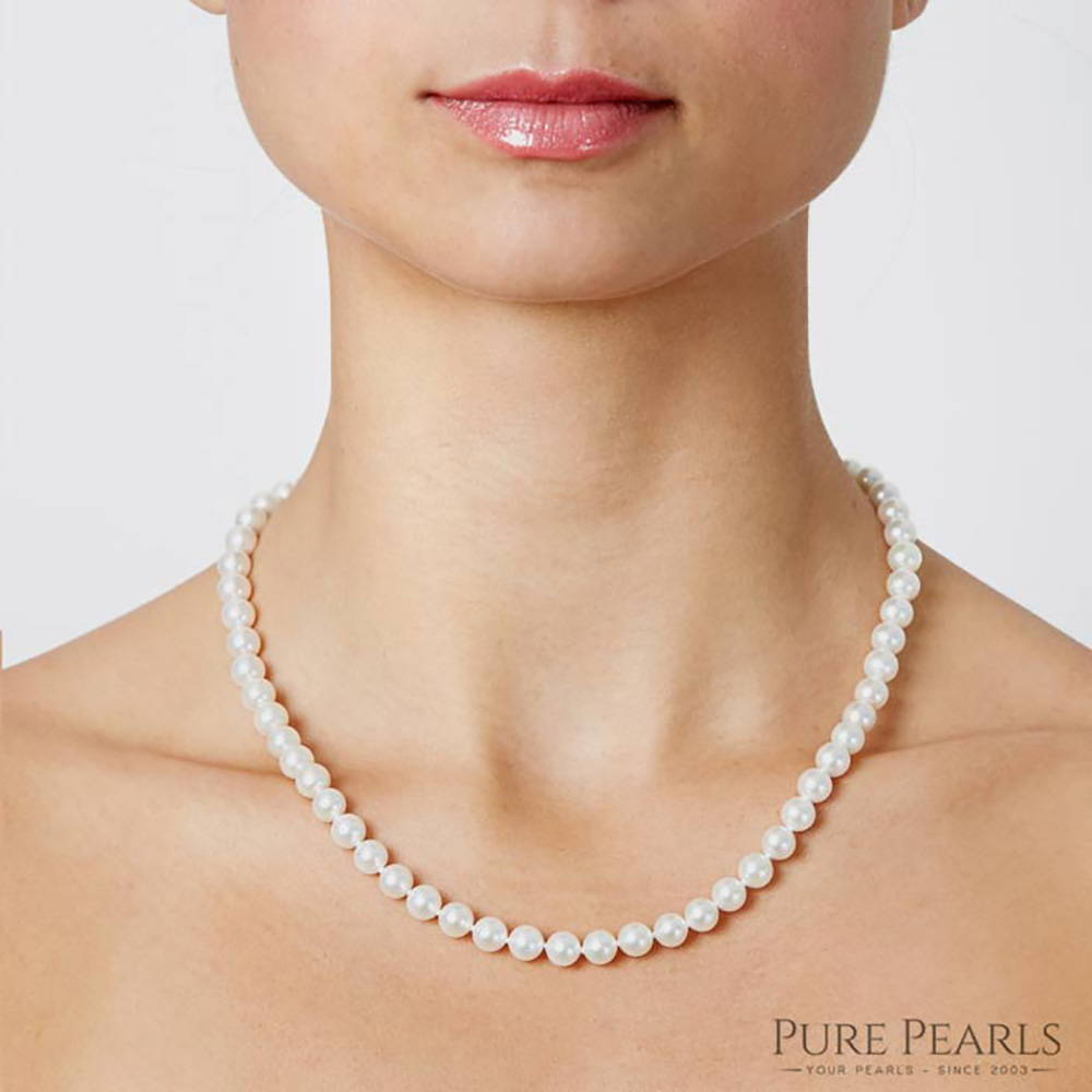 6-7mm Pearl Necklace Size on a Model