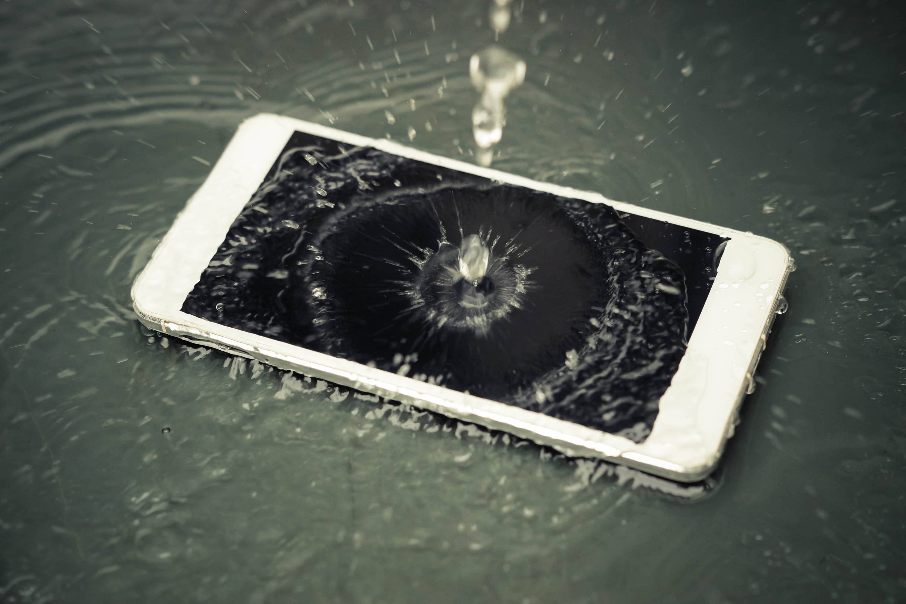 How To Fix Your Water Damaged Iphone Expert Guide Ismash A Short Circuit