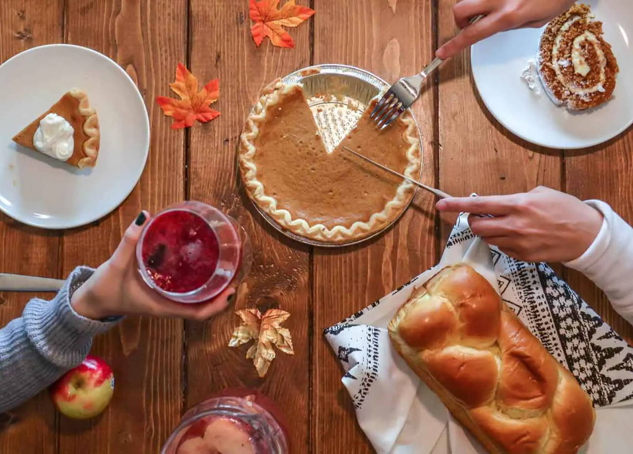How To Find The Perfect Dining Table For Your Thanksgiving Meal
