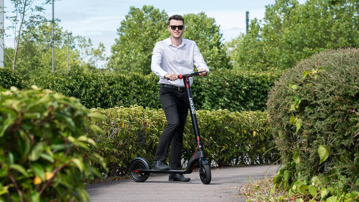 體面的 X7 踏板車外出巡航