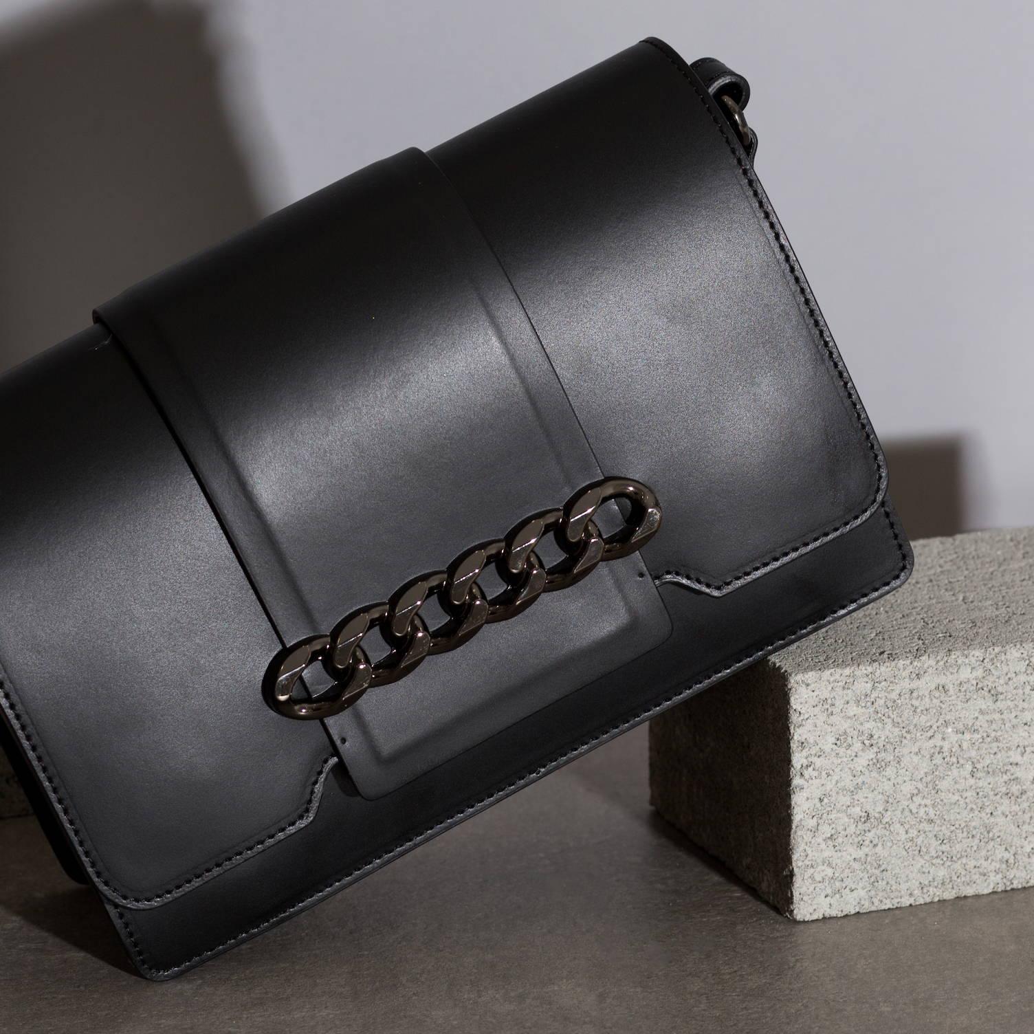 VESTIRSI leather handbag handmade in Italy ERIN crossbody purse bag in black smooth Italian leather with gunmetal chain detail