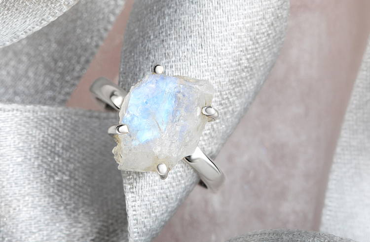 925 Sterling Solid Silver Ring Heavy Ring Crystal Semi Precious Stone Ring Four Stone/'s Ring White Cut Stone/'s Ring Crystal Ring