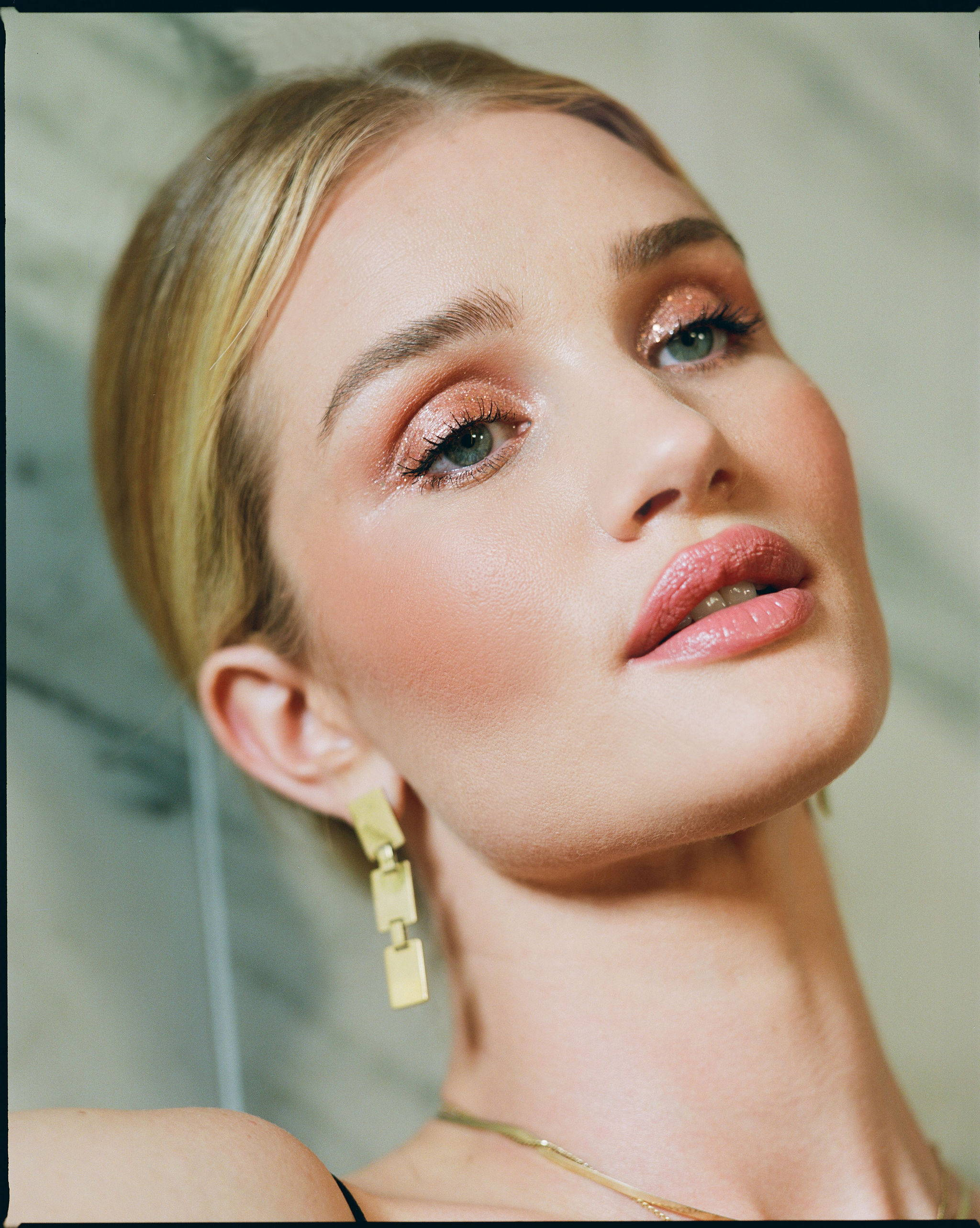 Kate Bosworth And Rosie S Makeup Moment