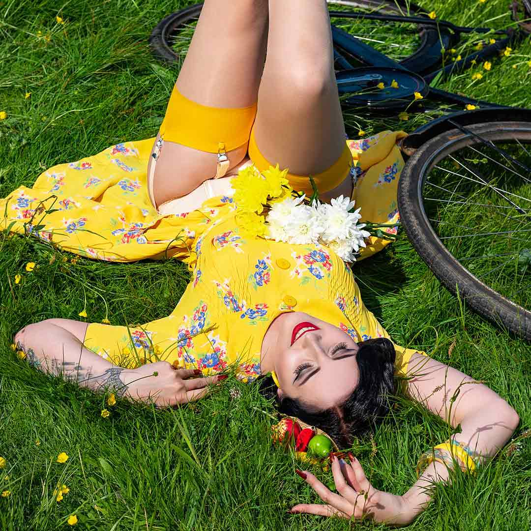 yellow seamed stockings | vintage seamed stockings