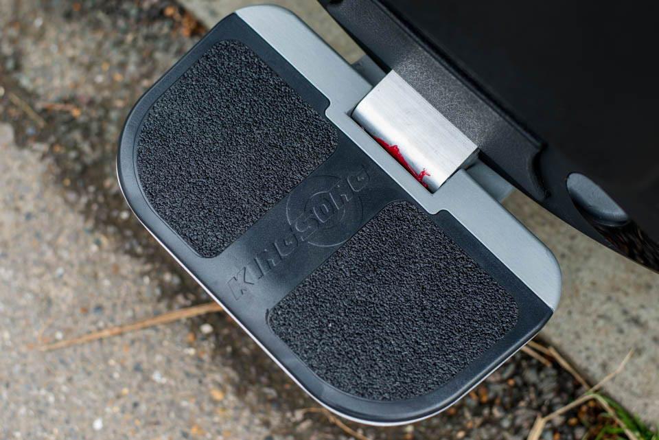 Kingsong KS16S Review footplates footpeg pedal grip