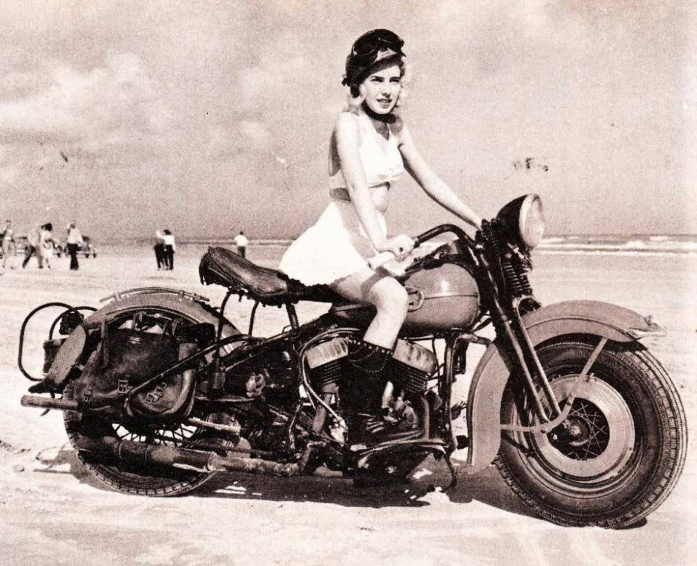 Vintage Harley Davidson Motorcycle - The Harley Rider's Guide to the 420 Lifestyle at DopeBoo.com