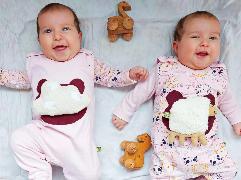 Babykleidung mit selbsthaftendem Bio-Kräuter-Wärmekissen, ökologische schadstofffreie Mode