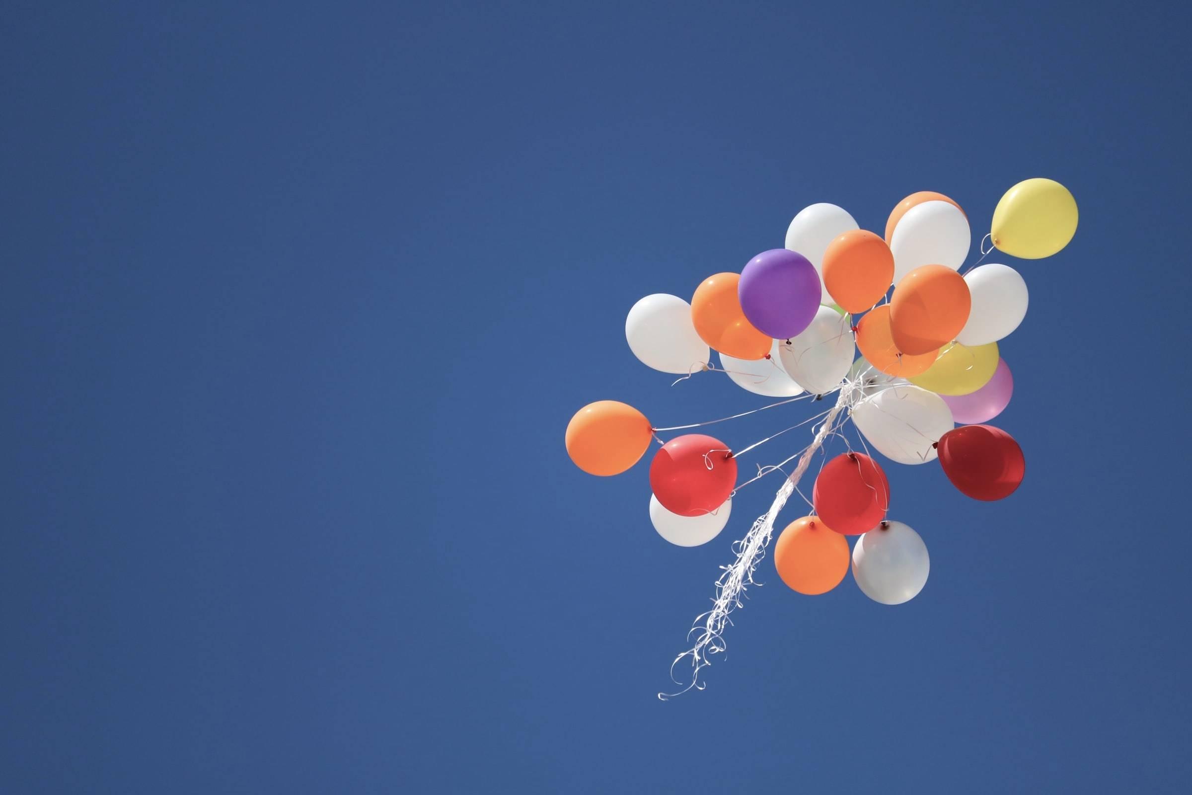 Bundle of balloons floating away