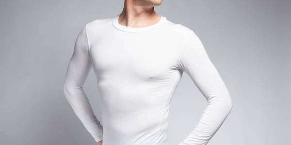 Picture of man wearing a white long sleeved undershirt in micro modal