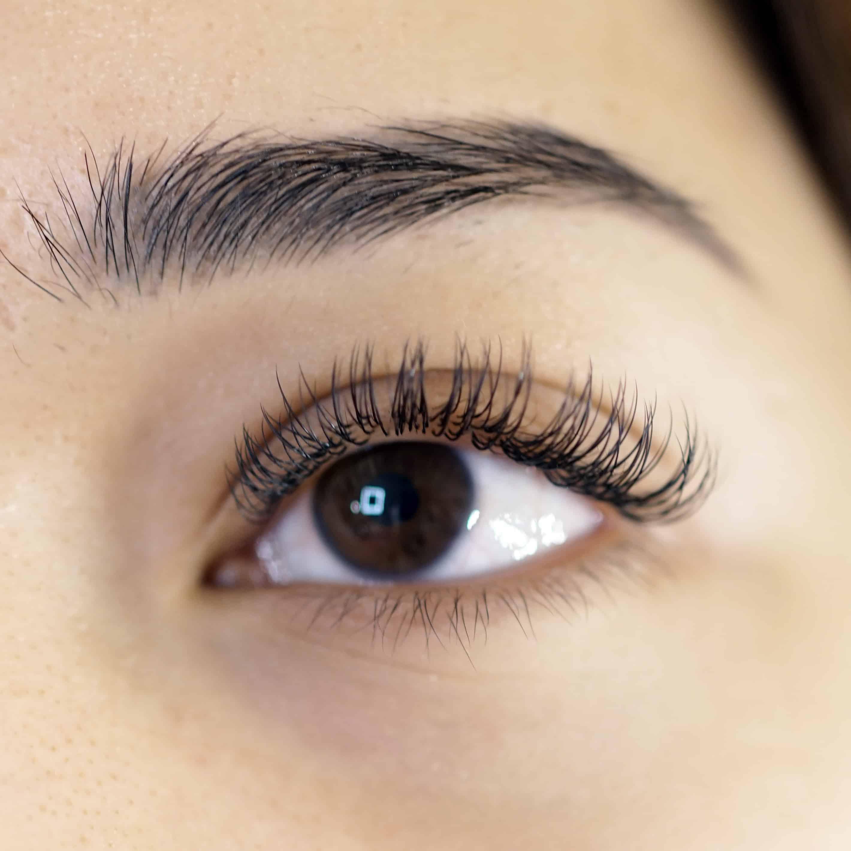 lem eyelash extension yang bagus di Everlash