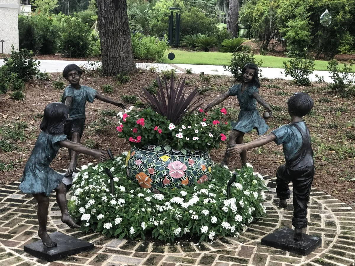 Custom bronze statue children holding hands
