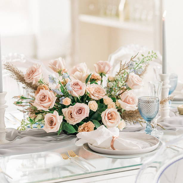 Wedding flowers centerpiece in a romantic and elegant style