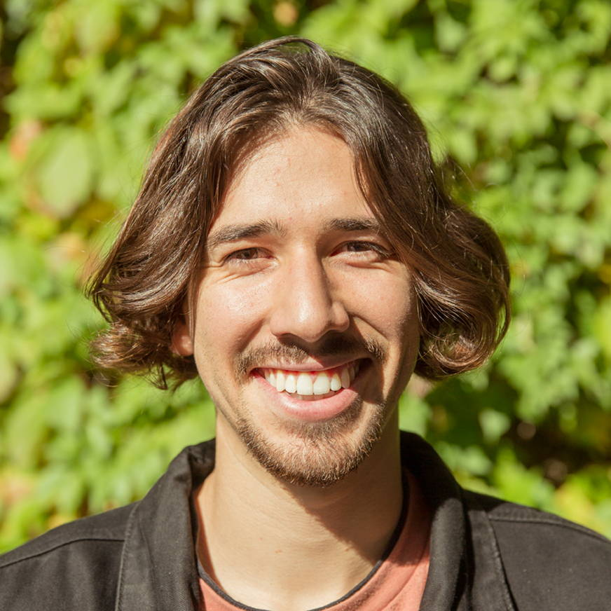 Dani Yusty Headshot