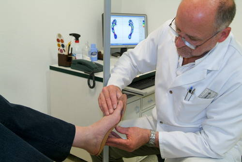 Measuring foot for bespoke insoles