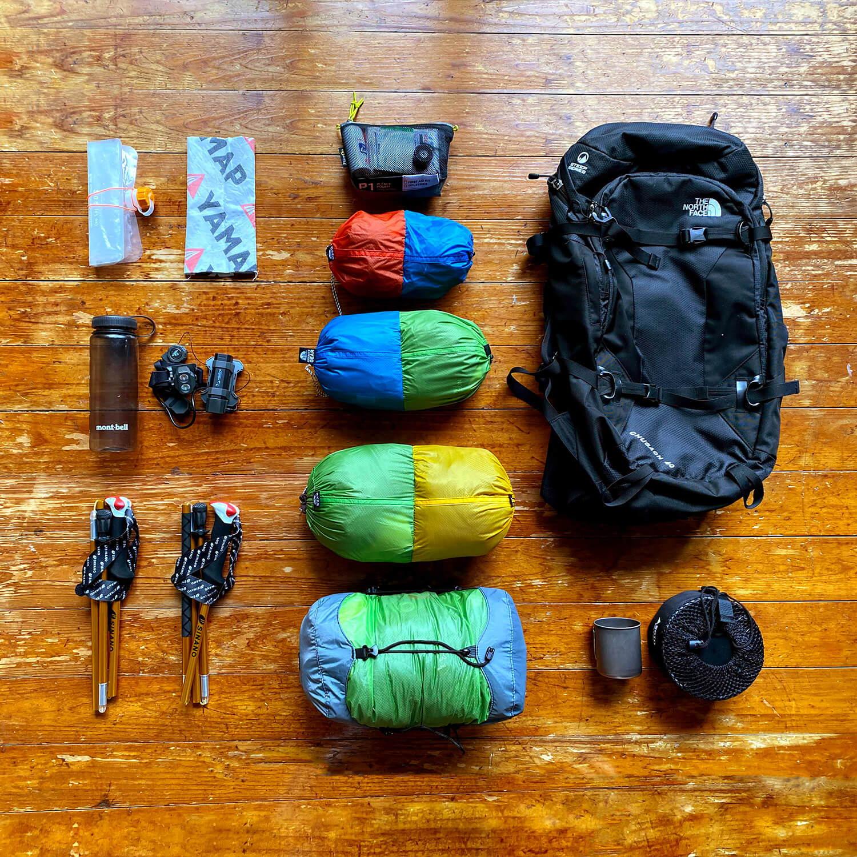 パッキングの「かさばる・汚れる・散らかる」を解決! スタッフバッグ活用術