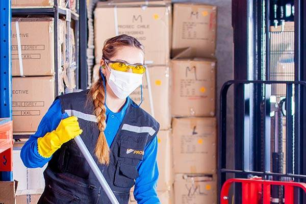 A Female Worker Uses A Respirator