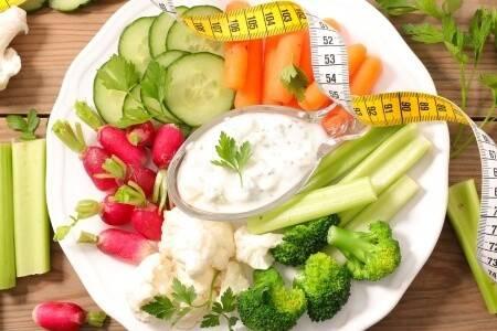 Kalorienarme Lebensmittel sind Teil einer Ketogenen Diät