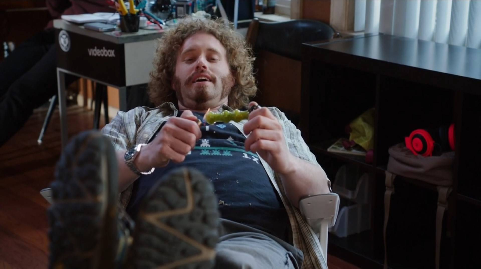 Clip from HBO show Silicon Valley of man smoking a DopeBoo glass pipe