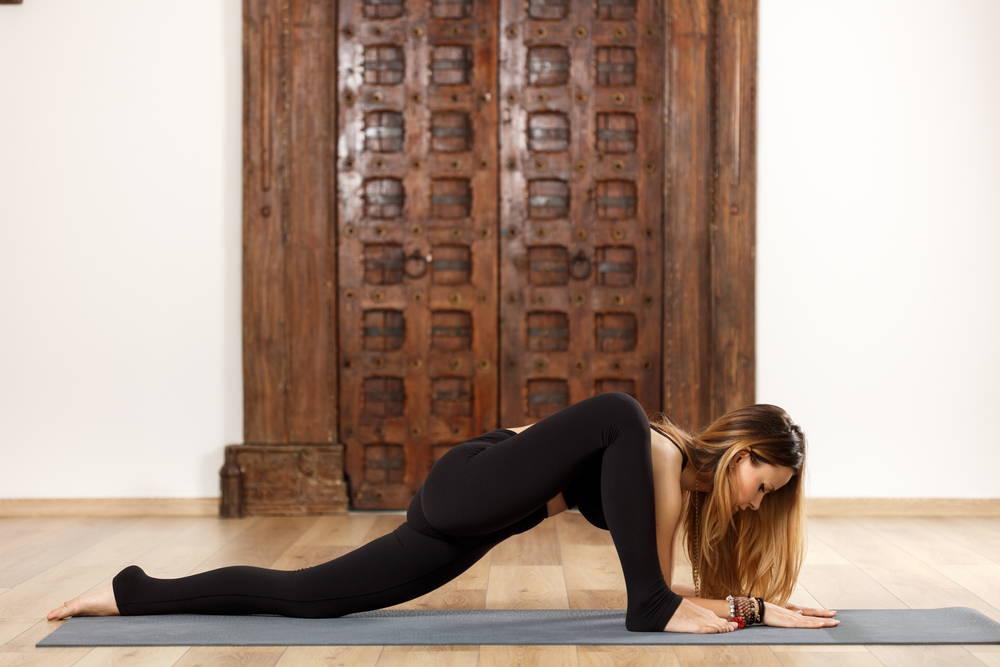 yoga lizard pose
