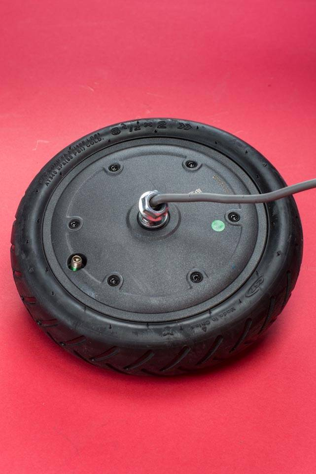 Xiaomi Mi M365 Electric Scooter tyre change tire puncture front wheel removed