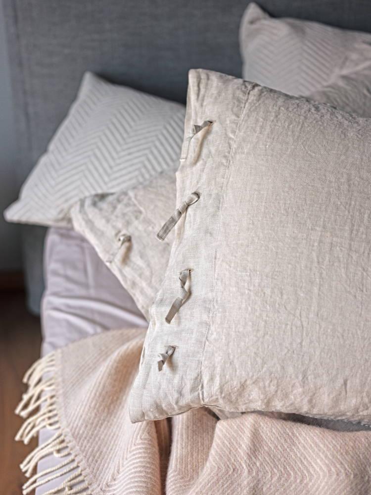 Linen pillowcase with Gotland wool blanket and Lixa cushion