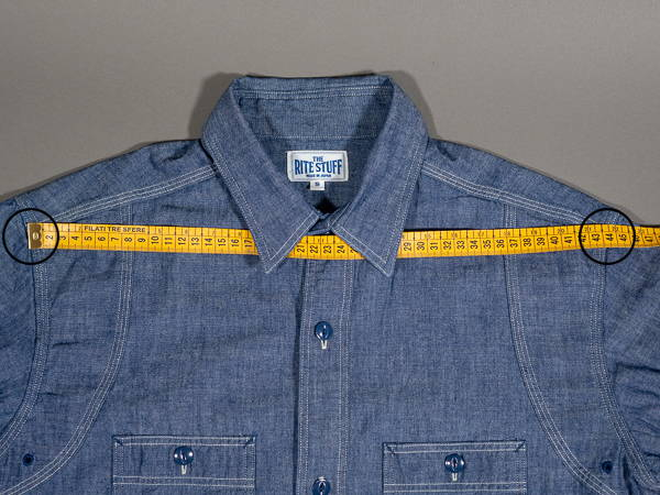how to measure a shirt shoulder