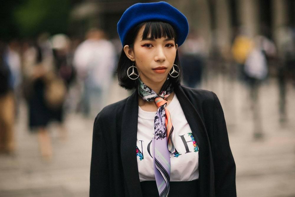 silk scarf streetsyle trend
