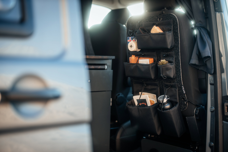 Aufbewahrungs-System RYGG an einem Campingbus-Sitz