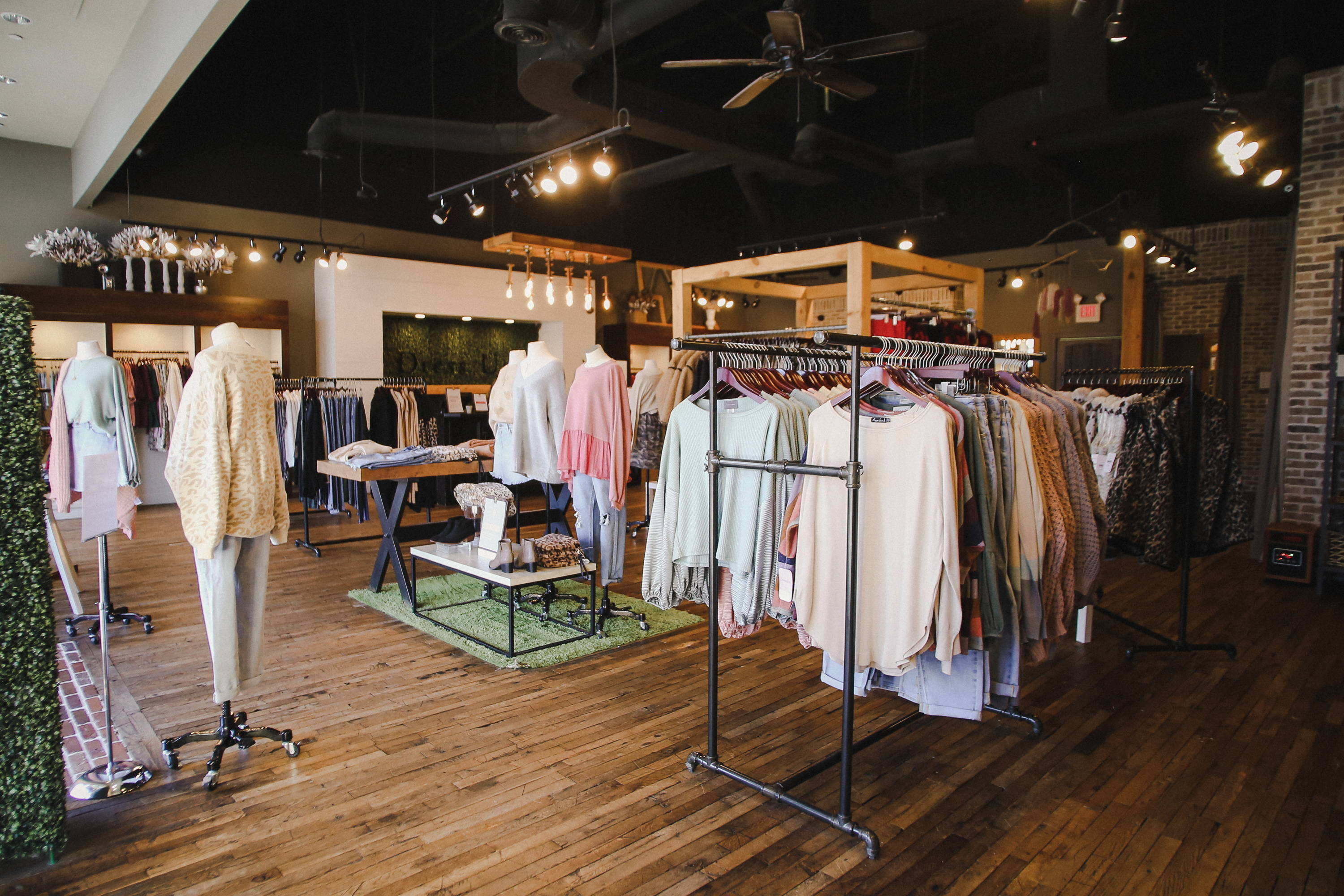 affordable women's store in West Cobb with dresses, tops, skirts,  jeans and more