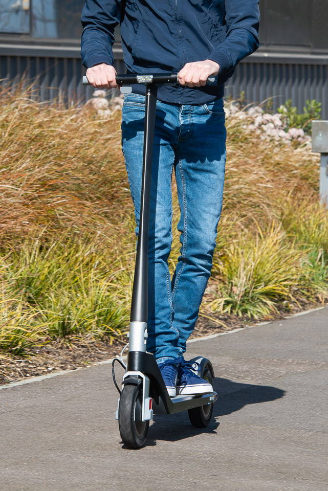 Unagi Model One Scooter Review 騎行頭關閉