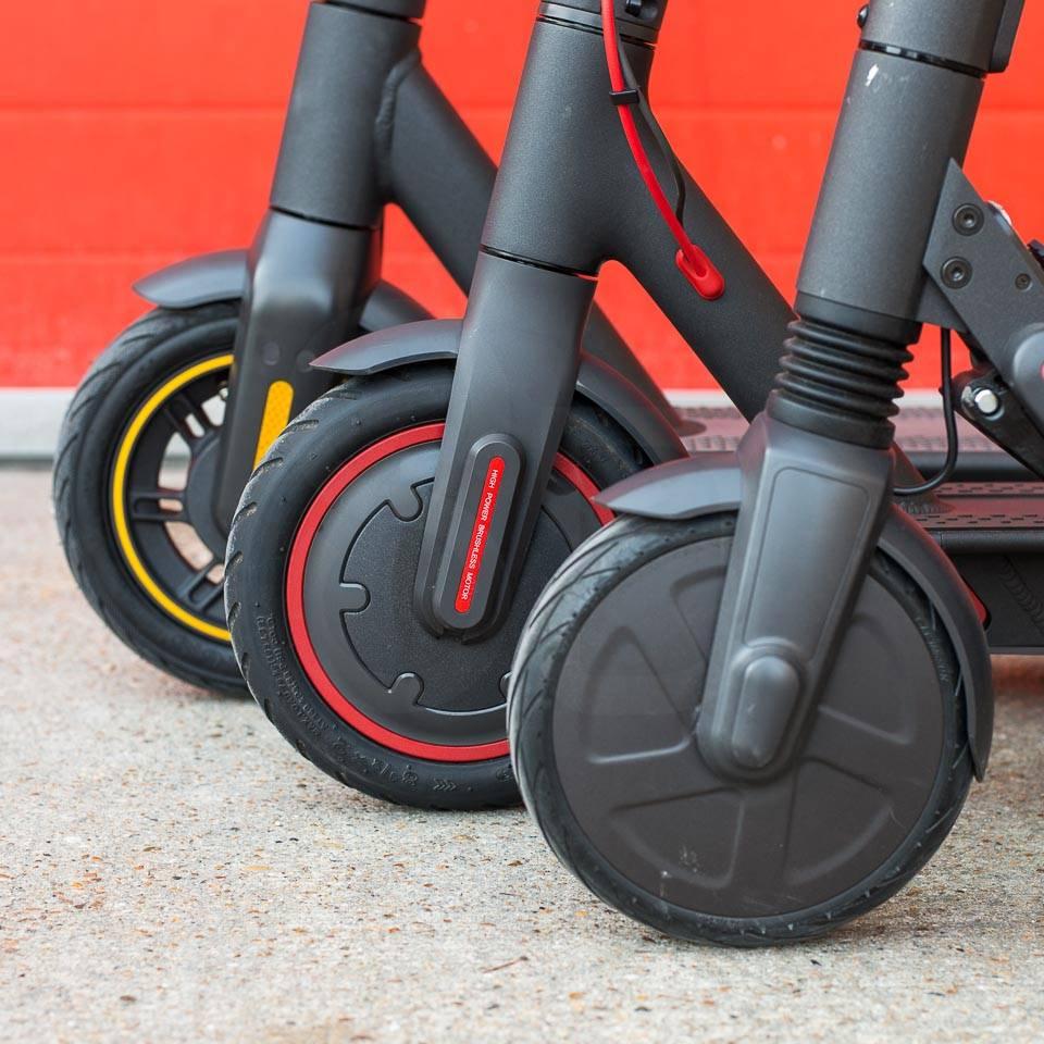 Ninebot Max G30 電動滑板車與 M365 Pro Segway Ninebot ES4 車輪尺寸對比
