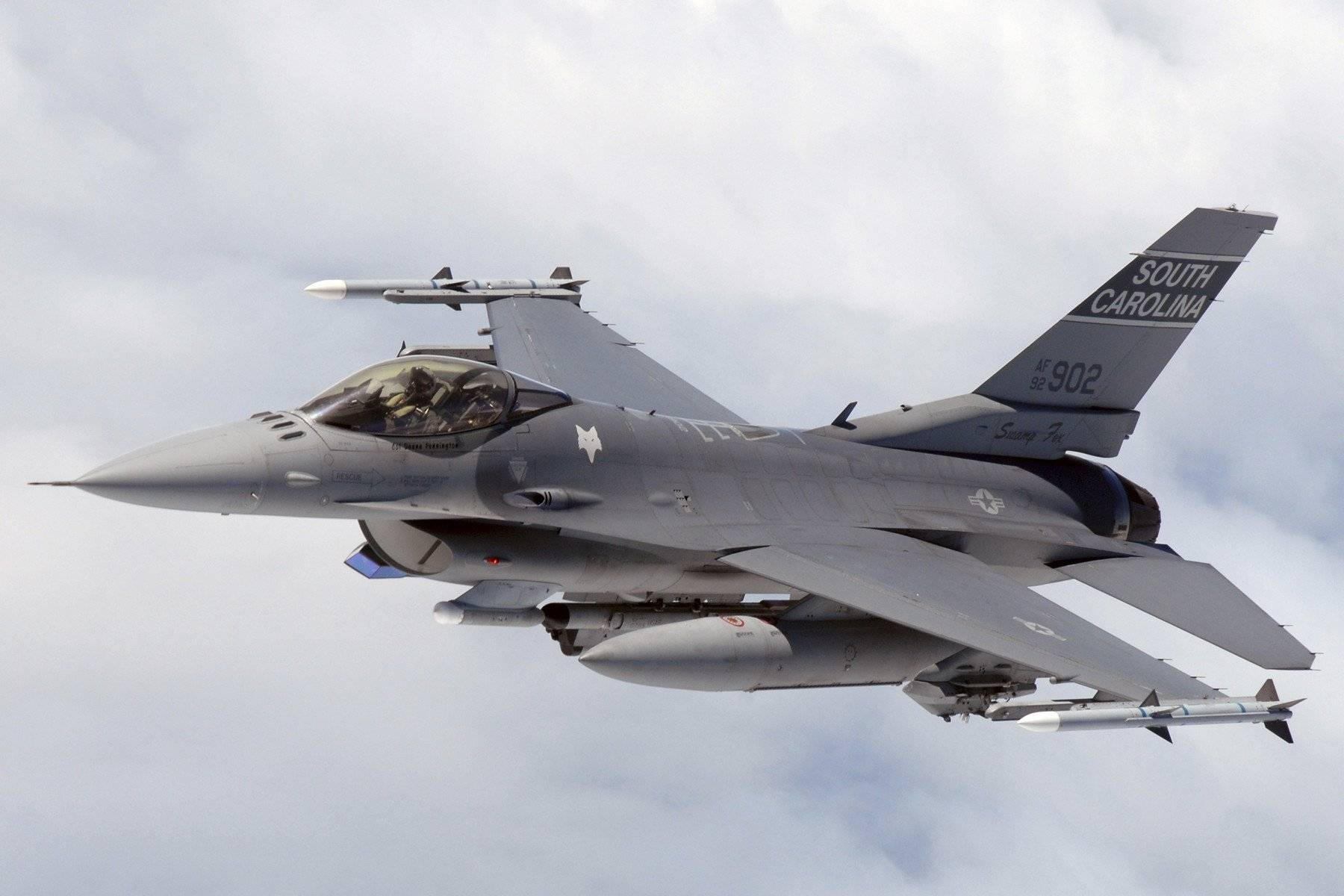 US Air Force - F16 Drops 1000 lb JDAM on Taliban