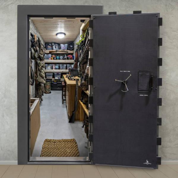 Vault door and vault room