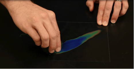 A streak of warm water beautifully demonstrates the color changes.