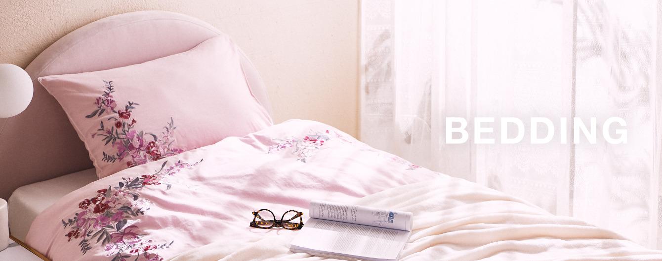 お部屋の雰囲気に合わせた寝具アイテムのご紹介